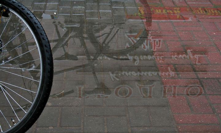 Вело отражение в луже