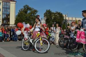 Красавица на велосипеде в Пинске