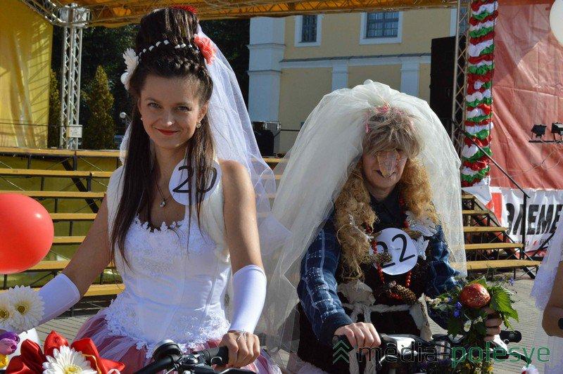 Невесты на велосипедах конкурс в Пинске