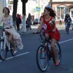 Девушки на велосипедах в Пинске